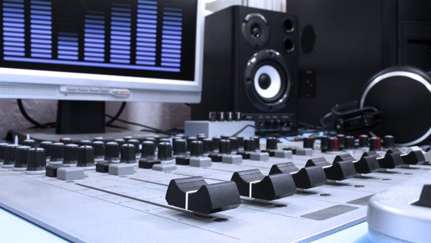 Using Mastered Tracks to better your Mix - Home Music Production